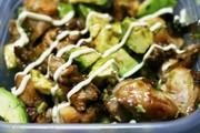 照り焼きチキンアボカドサラダの写真