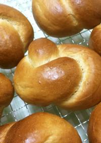 ふんわり黒糖のロールパン