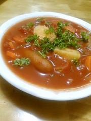 ソーセージと野菜たっぷりトマトスープの写真