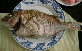 オーブンで焼く 鯛の尾頭付き