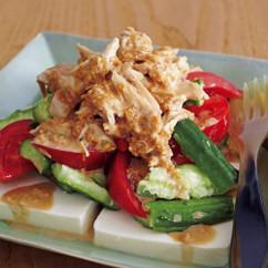 野菜を食べる棒棒鶏(バンバンジー)