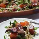 マグロやサーモンでたたき風海鮮サラダ