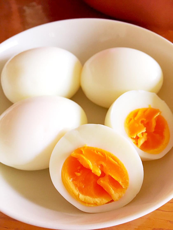 水は1cm殻はつるんっ!超シンプルゆで卵