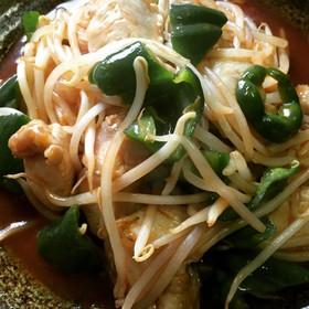 鶏むね肉と野菜のコク旨ピリ辛炒め