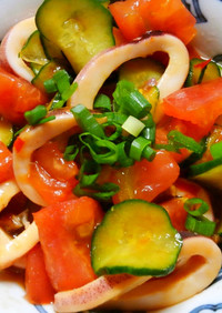 トマトとキュウリ ボイルイカのピリ辛和え