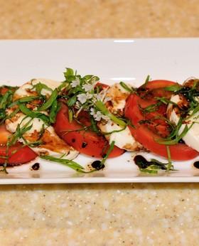 調理時間3分トマトとモッツァレラのサラダ