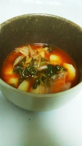 セロリの葉とじゃがいものキムチスープ
