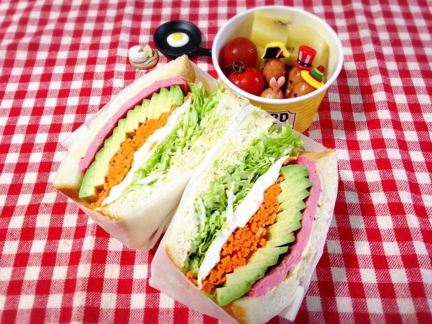 サンドイッチをクッキングシートで包む方法