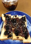 ねりごまと小倉のブラックキヌアトースト
