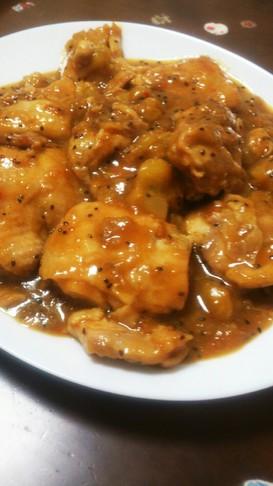 やわらか鶏モモ肉のキウイソース煮込み