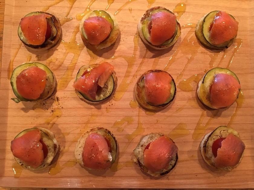 トマト、水茄子、サーモンのオープンサンド