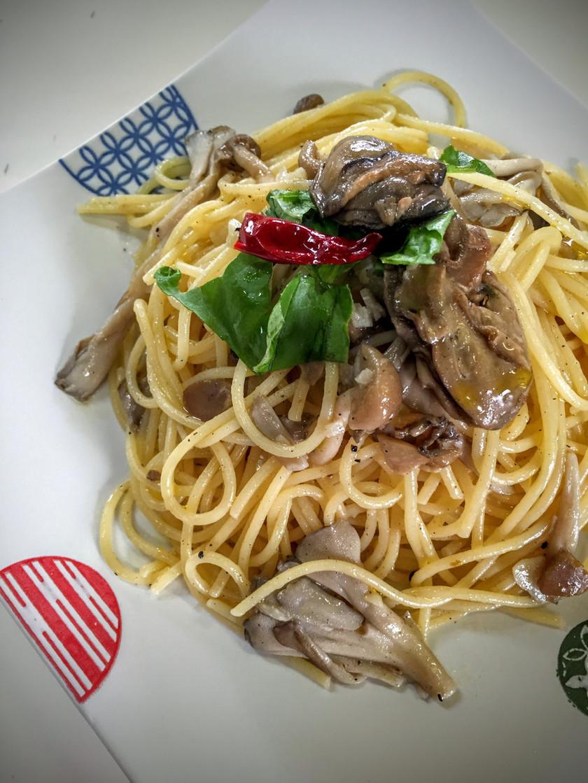 絶品!牡蠣のオイル漬けペペロンチーノ