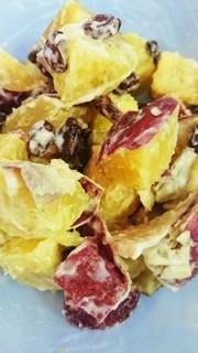 保存できるサツマイモもとレーズンのサラダの写真
