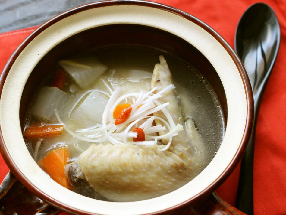液体盐和鸡翅鸡汤