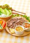 カルビ肉で焼肉!2種のソースと野菜添え