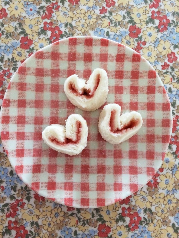 簡単♡苺ハート型のくるくるサンドイッチ
