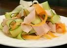 魚肉ソーセージと野菜のリボンサラダ