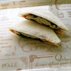 【和サンド】蒸し鶏と大葉の梅トマサンド