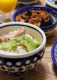 アボカドとベーコンの炊き込みご飯