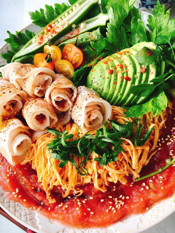 低糖質サラダ素麺!冷しゃぶのせたまご麺