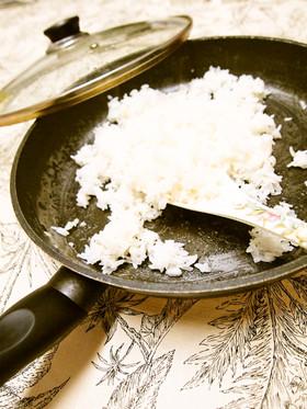 フライパンでご飯を炊く方法