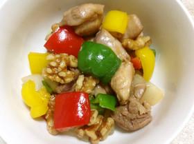 彩り♪鶏肉×胡桃×パプリカ&ピーマン炒め