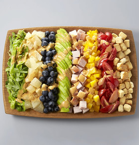 フルーツの彩りコブサラダ