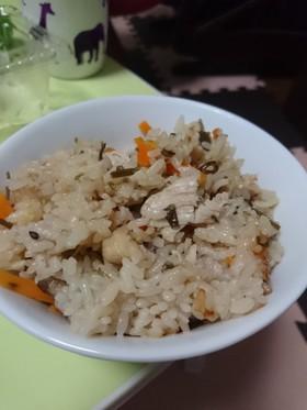 優しい甘味! 鶏肉と塩昆布の炊き込みご飯