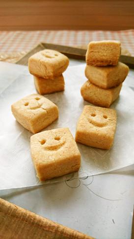 簡単ザクザク☆塩バニラキューブクッキー。