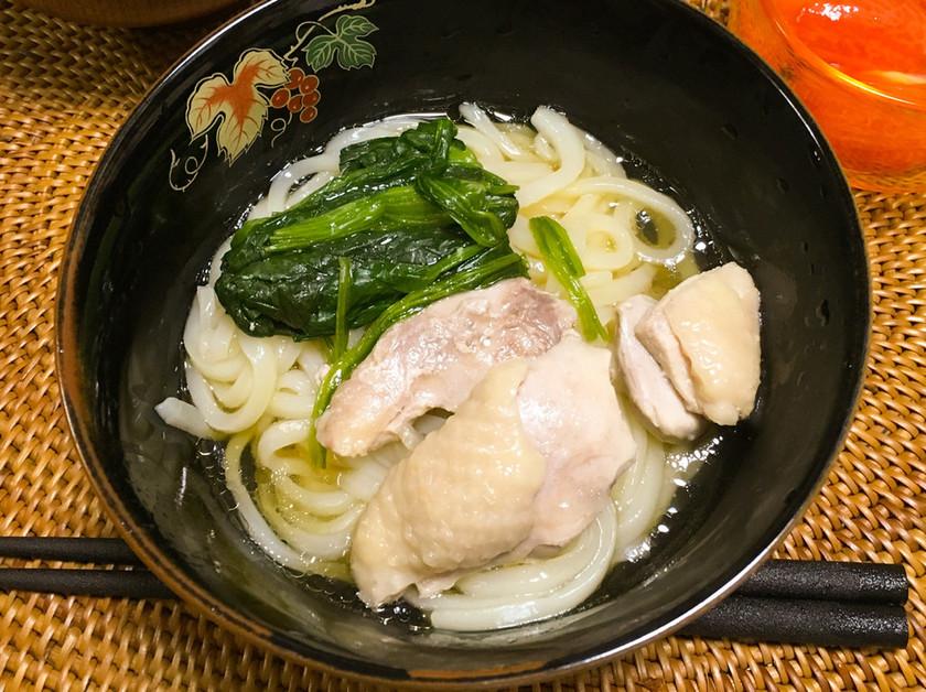 鶏肉とほうれん草の薄味出汁うどん