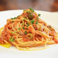 スパゲッティー ツナ入りプッタネスカ