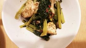 青野菜と鳥むね肉のにんにく炒め