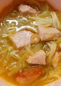 簡単ランチ♪ハムとエノキともやしのスープ