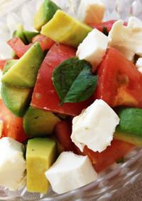 トマトとアボカドのコロコロサラダ