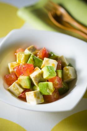 アボカドとトマトと豆腐のサラダ