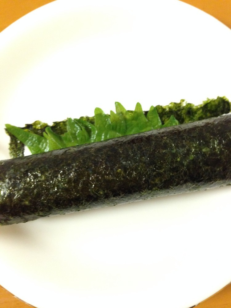 簡単おつまみ!大葉とチーズの海苔ロール