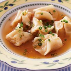 ショウガ入りギョーザのラビオリ風スープ
