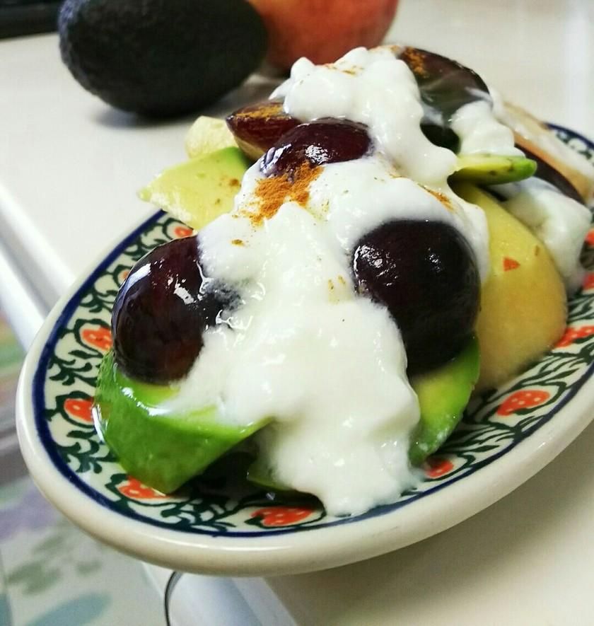 アボカドのフルーツサラダ