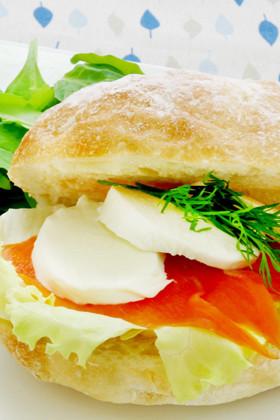 ランチや朝食に☆サーモンサンド