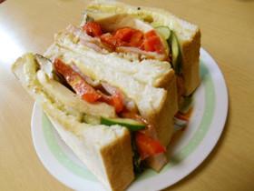 厚切りベーコンと焼野菜のサンド