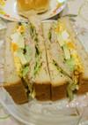 アボカドと卵とツナのサンドイッチ