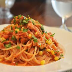 スパゲッティ ツナとトウモロコシのアラビアータ