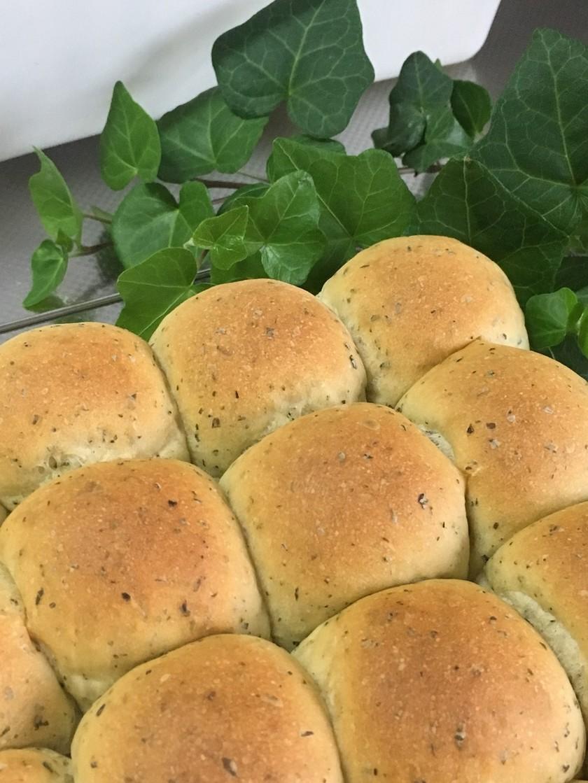 生バジルのちぎりパン