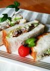 【マヨデリ】ビーンズと蒸し鶏の和風サンド
