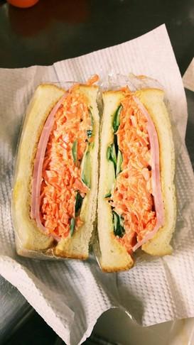ニンジンたっぷりサンドイッチ