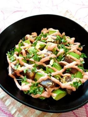 アボカドとマグロの明太マヨ丼