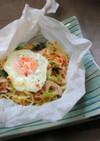 鮭フレと蓮根の卵のせペーパー焼そば