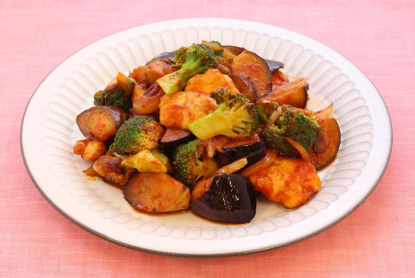 鶏胸肉とゴロゴロ野菜のリコピンリッチ炒め