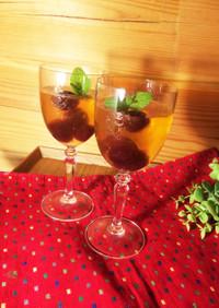 ワイングラスのコロコロりんごゼリー