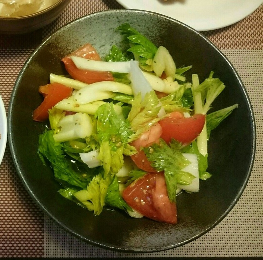 セロリとトマトのさっぱりサラダ